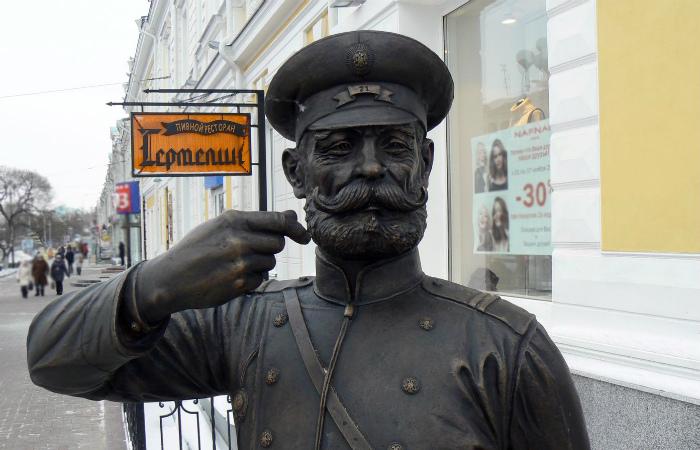 Памятник городовому - дежурному полицейскому - в Калуге.